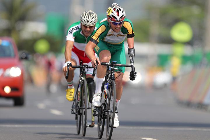 Иранский велогонщик скончался после падения впроцессе гонки наПаралимпиаде