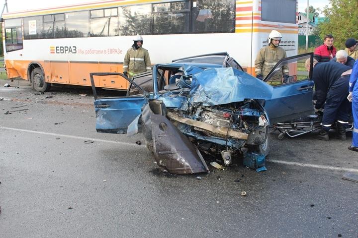 Непристёгнутая пассажирка авто погибла встрашном ДТП вНижнем Тагиле