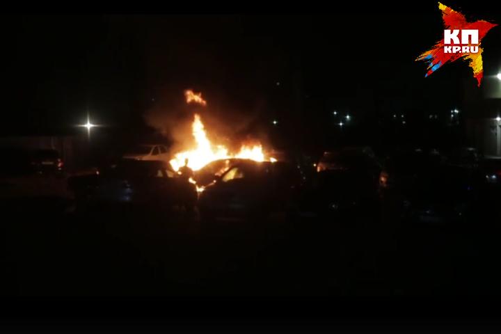 ВНовокузнецке ночью из-за поджога сгорели Mercedes идва кроссовера
