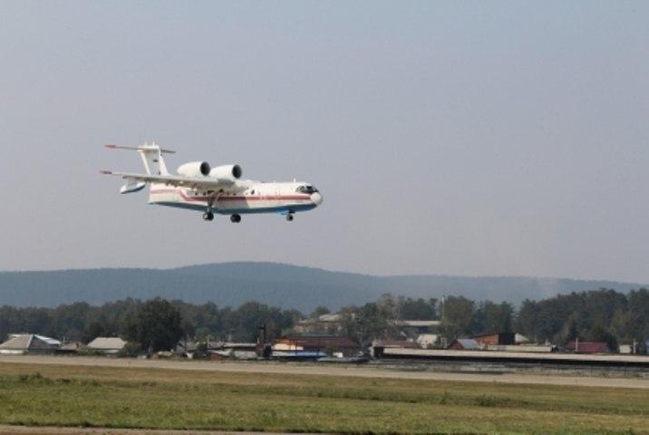 Натушение пожаров под Братском перебросили самолет Бе-200 идва вертолета