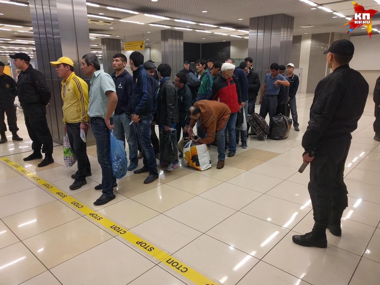 Приставы выдворили изЕкатеринбурга 19 незаконных узбеков