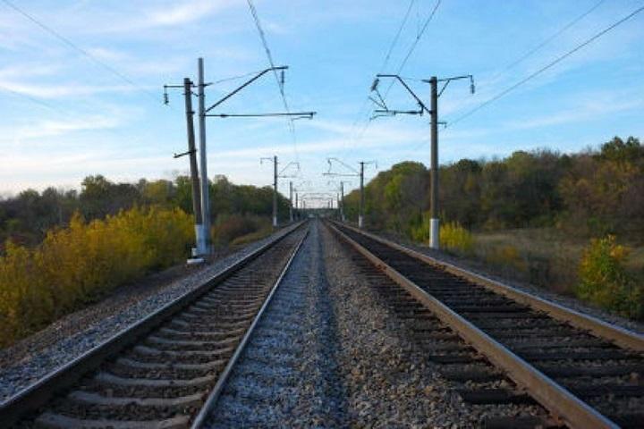 Подростка вХабаровске ударило током нажелезнодорожных путях