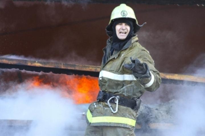 Неменее 30 спасателей тушили пожар вдоме наБоровой улице