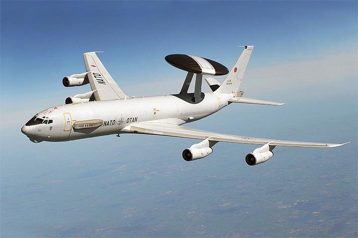 Самолет дальнего радиолокационного обнаружения и управления AWACS E-3 прибудет на эстонский аэродром Эмари. Фото: с сайта theaviationist.com