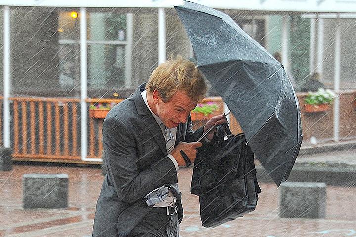 Зонтики лишними не будут.