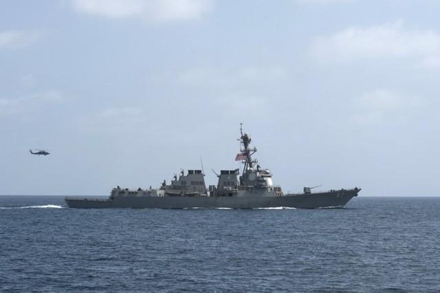 Ракетный эсминец ВМС США Mason в Оманском заливе