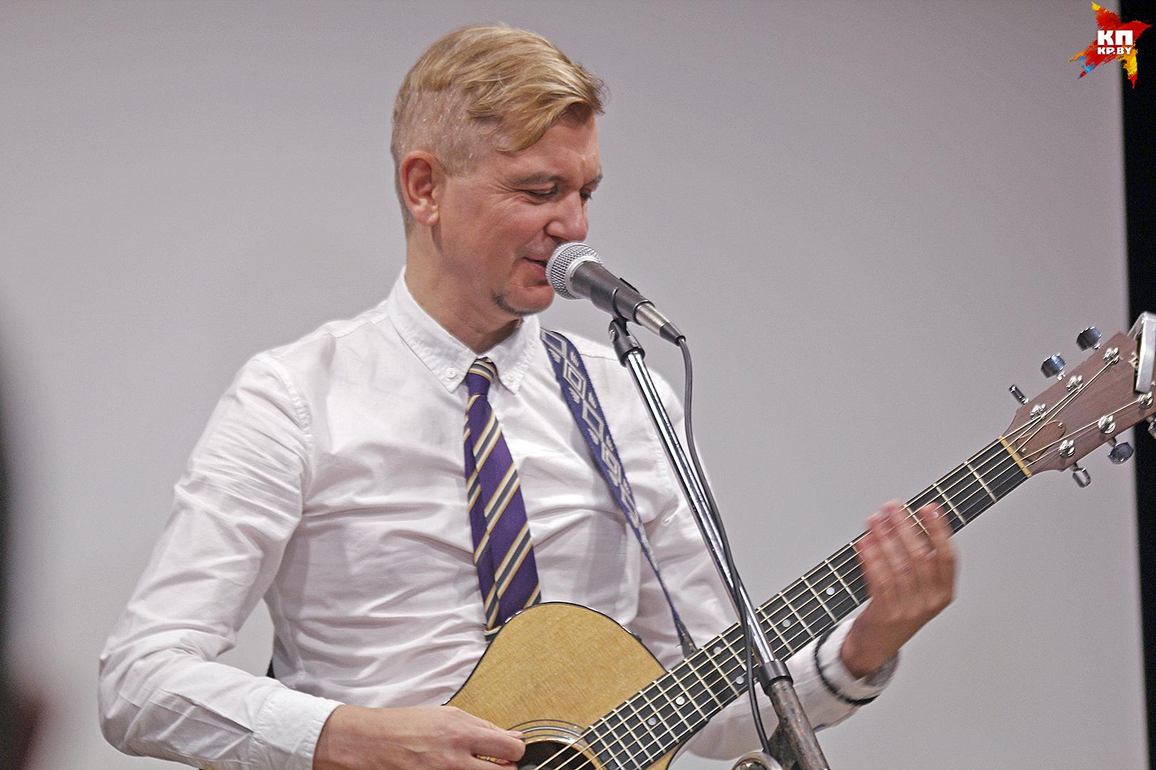 В картинной галерее прошел концерт Лявона Вольского. Фото: Мария РОЛЬСКИТЕ.
