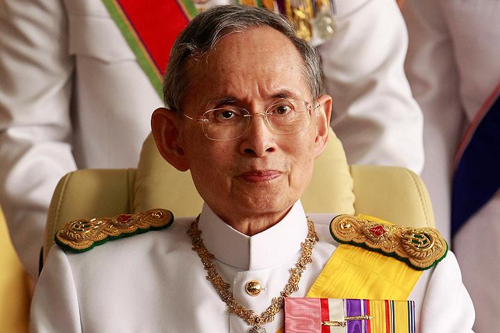 Скончался король Таиланда Пхумипон Адульядета.