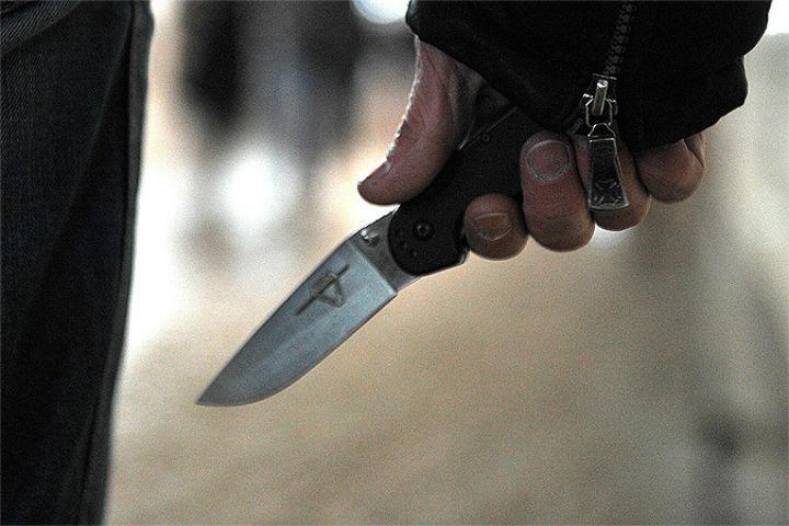 Угрожая убийством, 54-летний дебошир размахивал ножом