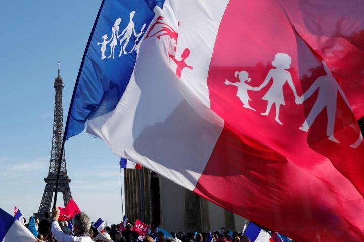 В Париже прошел марш против однополых браков