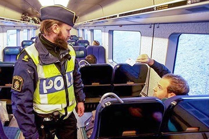 Власти Швеции намерены сохранить проверку документов на южной границе королевства. Фото: TT