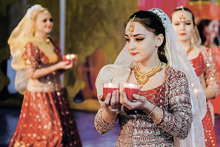 Здесь можно научиться носить сари, узнать все секреты аюрведы или сделать традиционное мехенди. Фото: Предоставлено организаторами