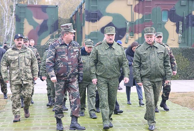 Лукашенко: офицер Вооруженных сил не должен быть вундеркиндом. Фото: пресс-служба президента Беларуси.