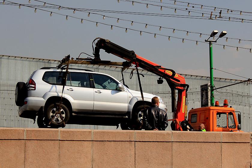 Вернуть машину, увезенную с парковки, - непростая задачка.