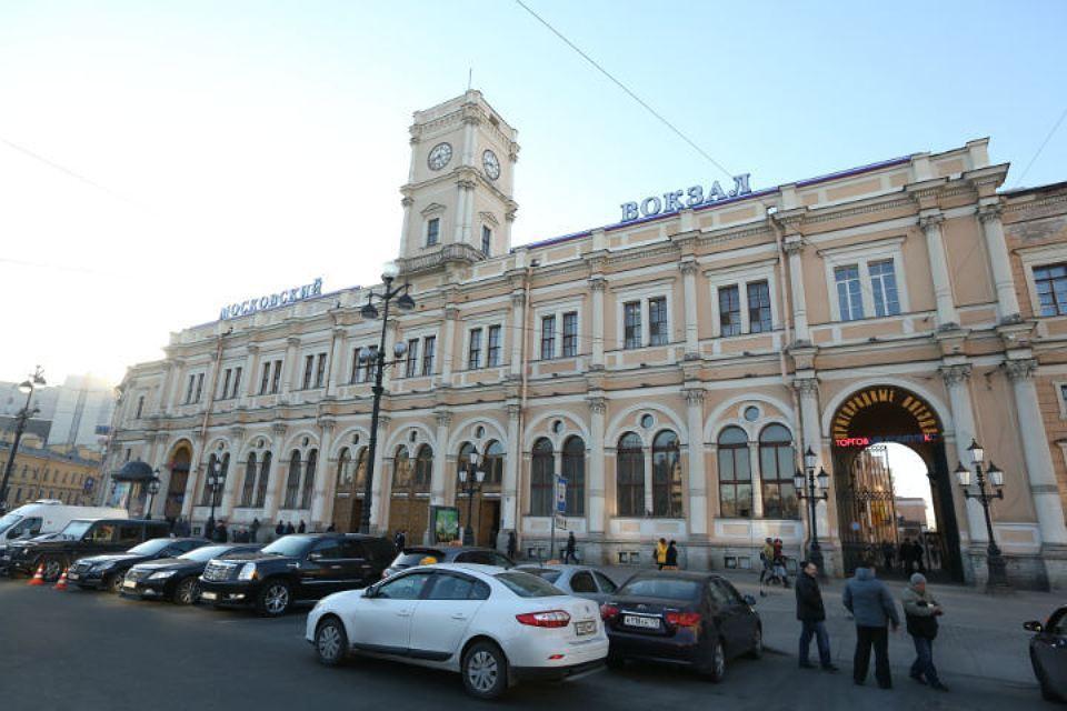 Петербург ликвидировал платную парковку уМосковского вокзала