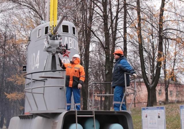 Намемориале военным морякам вЯрославле установили корабельное орудие