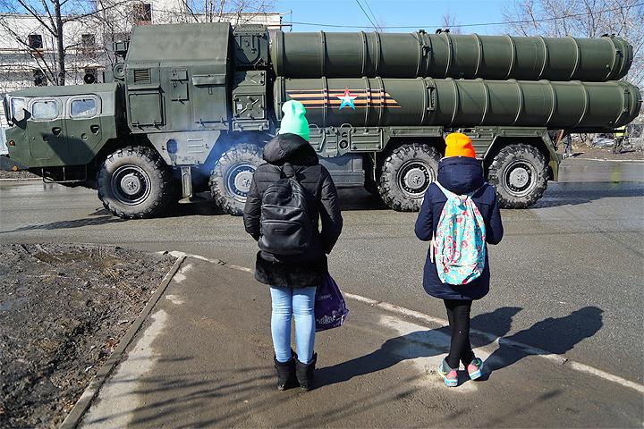 """Дмитрий Ольшанский: """"Мы слишком увлеклись милитаризмом. Военными расходами, модой на военных героев, мифологией несправедливо отнятых у нас земель"""""""