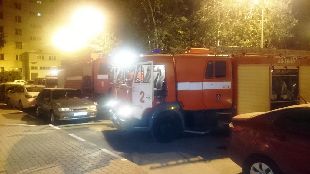 Белгородские пожарные спасли мужчину изгорящей квартиры вБелгороде