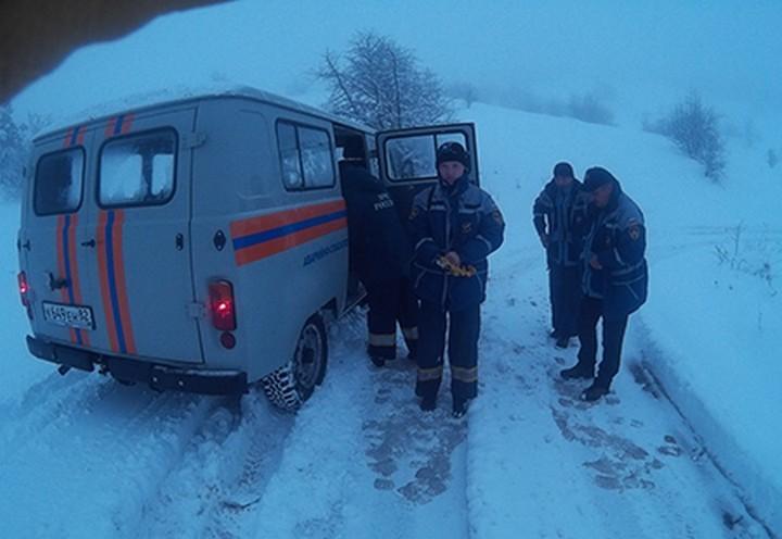 Cотрудники экстренных служб эвакуировали 5 туристов, заблудившихся вгорах Крыма