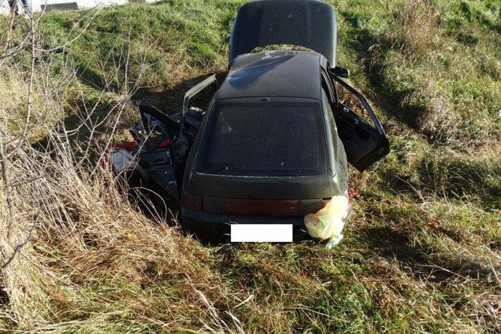 НаСтаврополье шофёр ВАЗа врезался вотбойный брус и умер