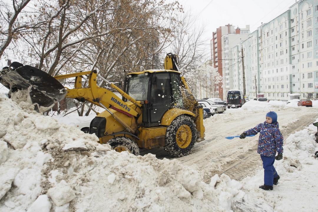 Впредстоящие выходные снег вКирове будут убирать вкруглосуточном режиме