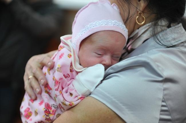 Мать-кукушка изЧелябинска оставила новорожденного сына вкоробке вподъезде