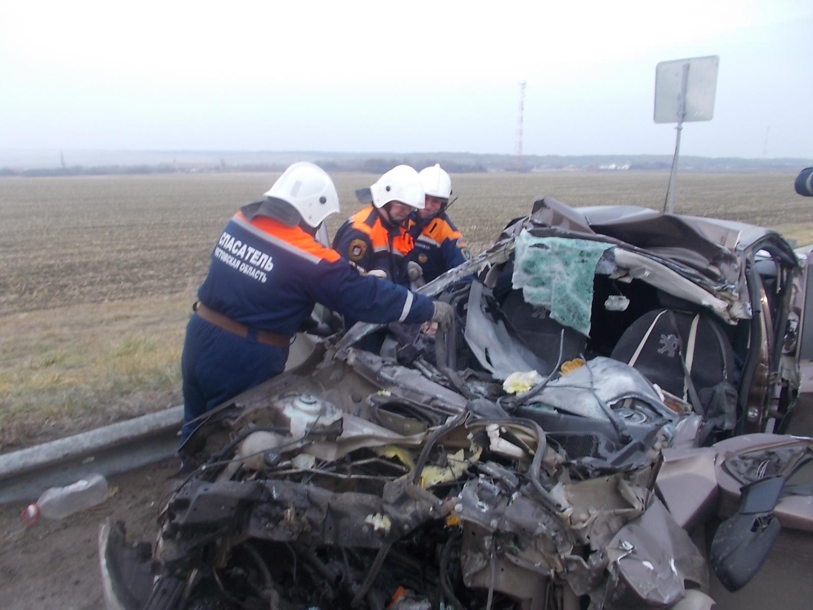 ВМиллеровском районе погибли шофёр ипассажир влетевшей в фургон иномарки