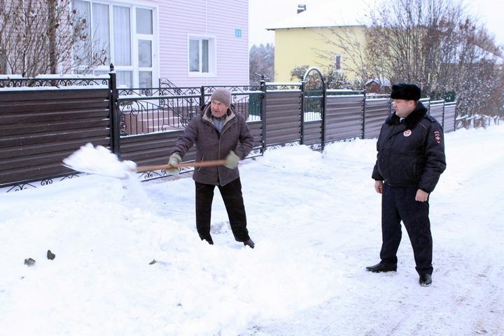 ВКемерове проверяют, как граждане частного сектора убирают снег