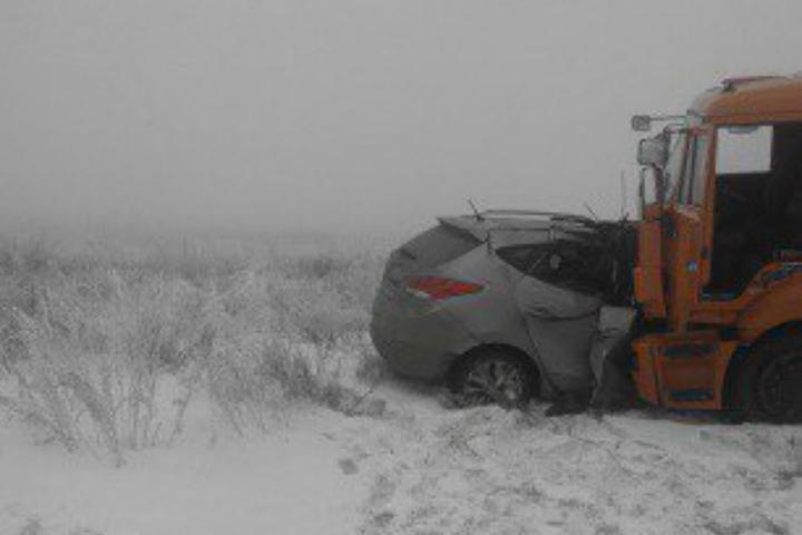 Иностранная машина угодила под КамАЗ под Магнитогорском, есть погибший