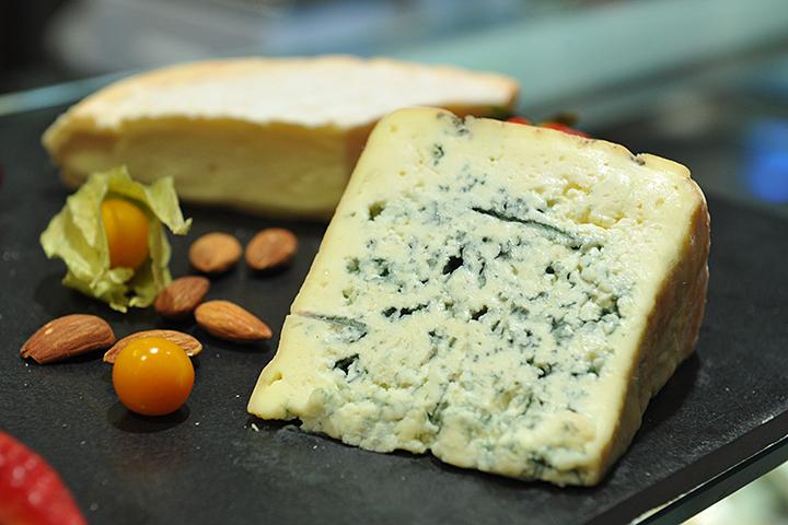 Сыр сдерживает процесс старения— Ученые