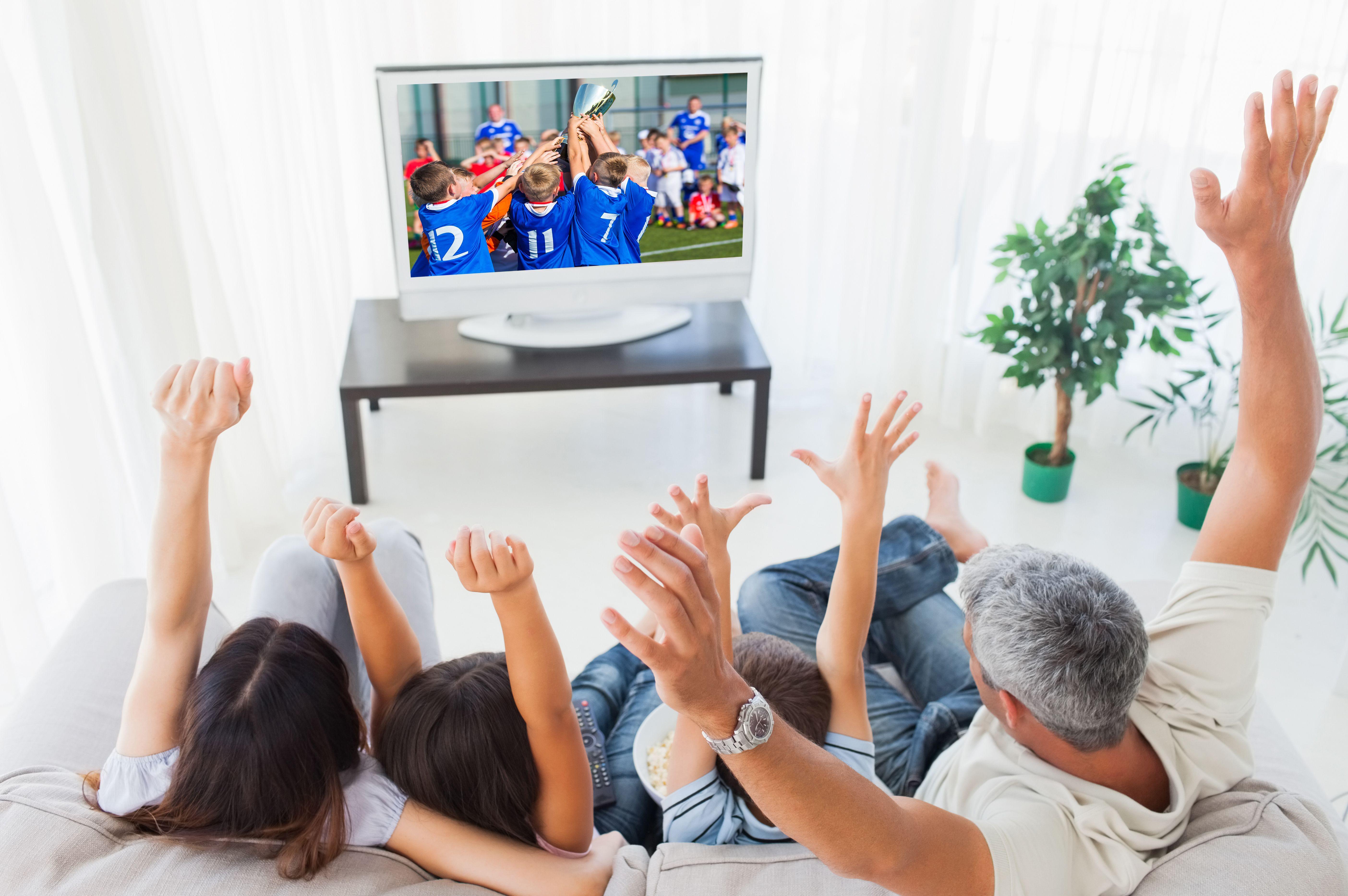 Теперь можно всей семьей наслаждаться картинкой высокой четкости, и не выходя из дома, а с экрана телевизора