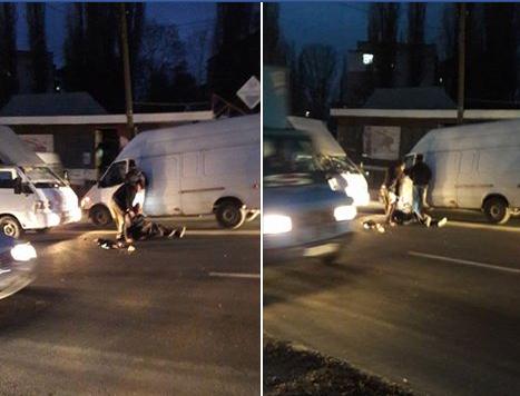 "Фото: facebook/Анна Караус/ ""Город без маршруток! Водители помогают пешеходам""."