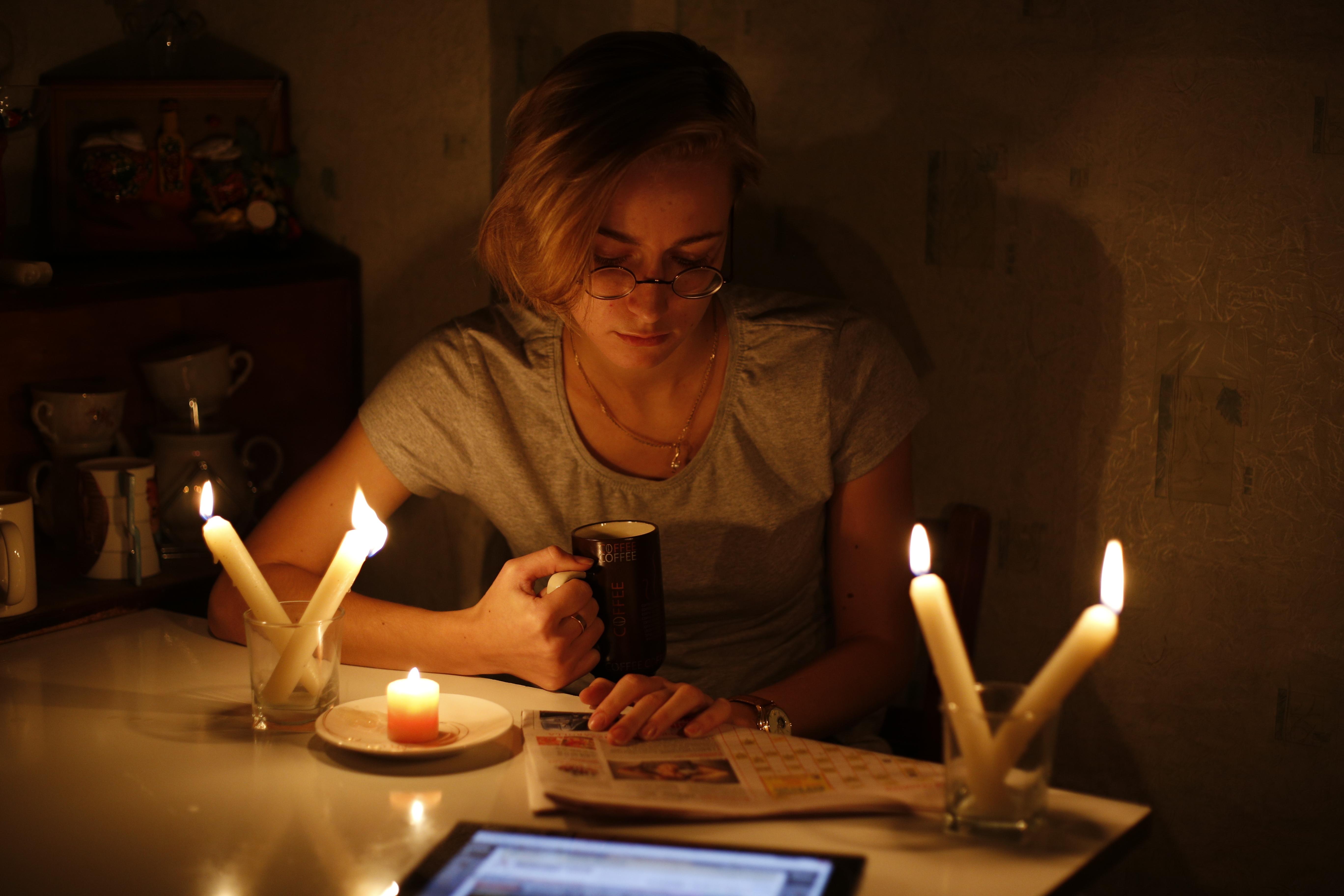 А что еще вечером без света делать? Книжку при свечах читать или спать пораньше ложиться.