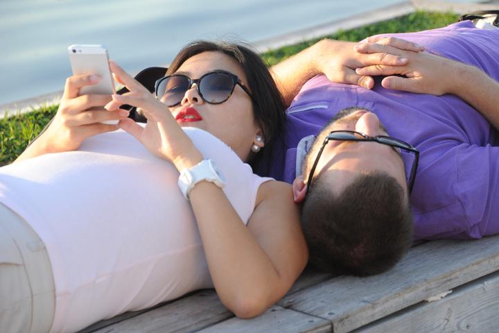 Теперь телефон - это возможность найти любовь.
