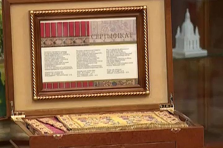Лукашенко подарил Патриарху Кириллу Слуцкий пояс за 5.000$. Кадр телеканала «Беларусь-1».