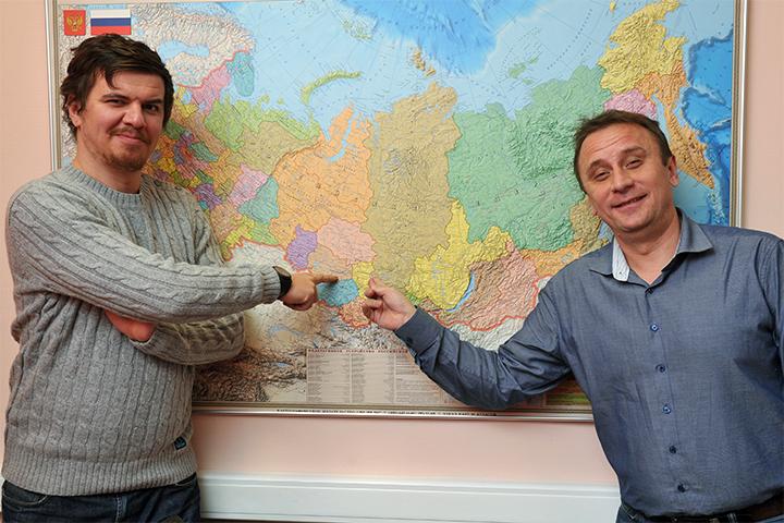 Виктор Гусейнов (слева) и Владимир Ворсобин следующий месяц проведут в вагонах электричек. Фото: Михаил ФРОЛОВ
