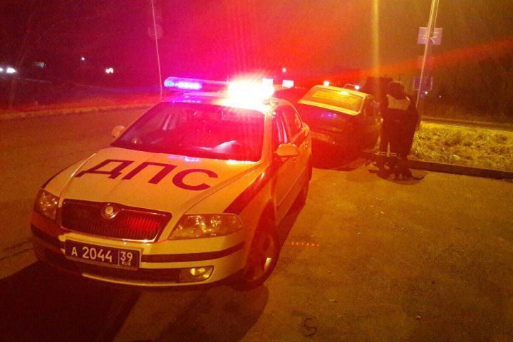 Опасно маневрировавшую иномарку автоинспекторы перехватили на улице Коммунистической.