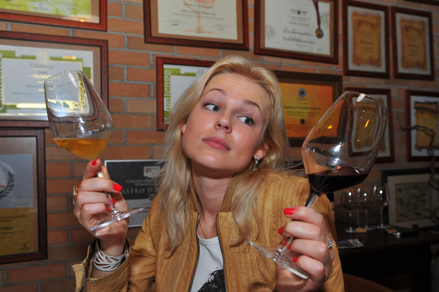В алкомаркетах стали реже покупать дорогие крепкие напитки, но увеличились продажи вина.