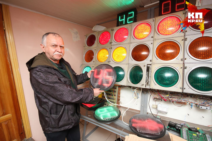 Светофоры и их «умную» начинку ремонтируют в мастерской «Уфагорсвета»