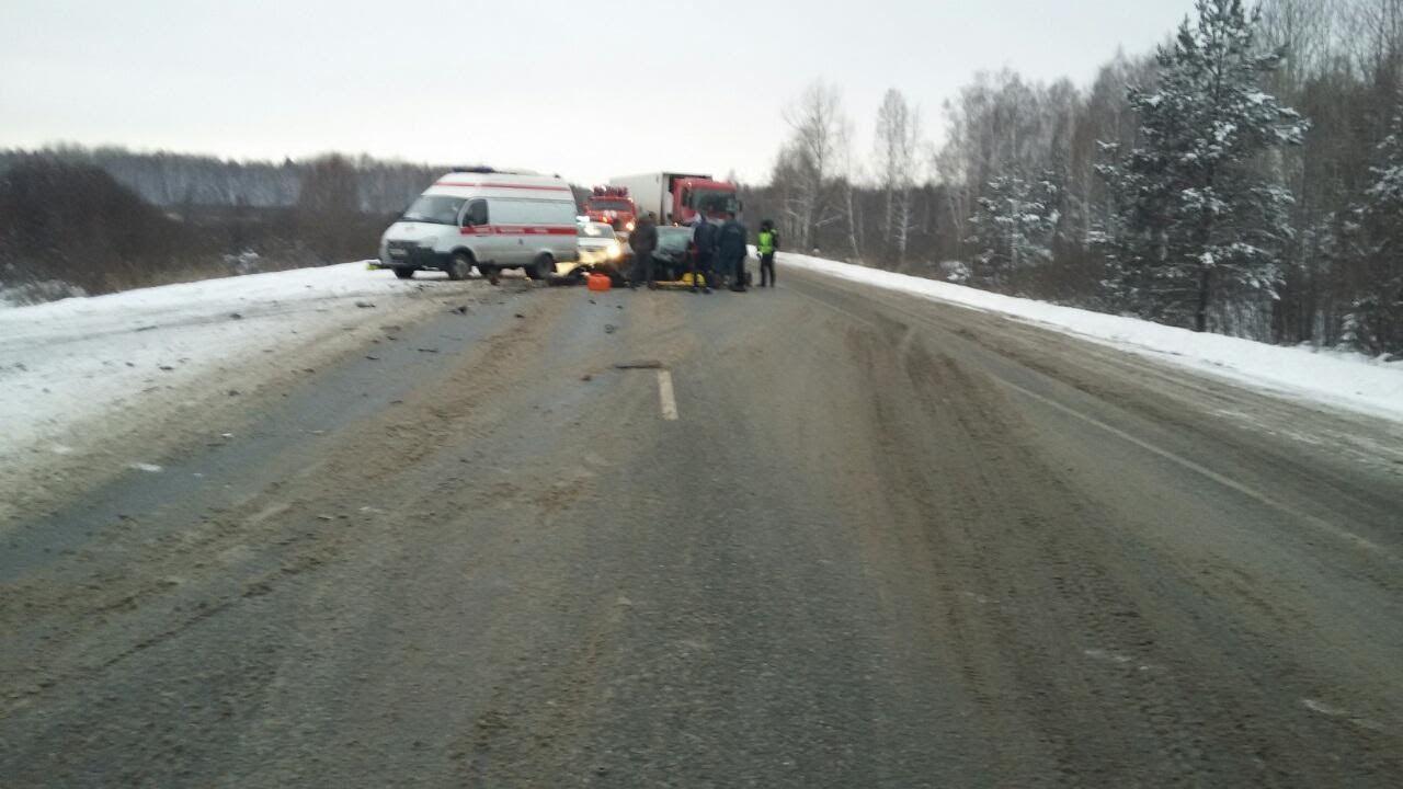 Натрассе «Тюмень— Ханты-Мансийск» умер шофёр Камаза, менявший колесо