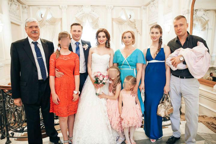 Три поколения семьи вместе на свадьбе Насти и Алексея.