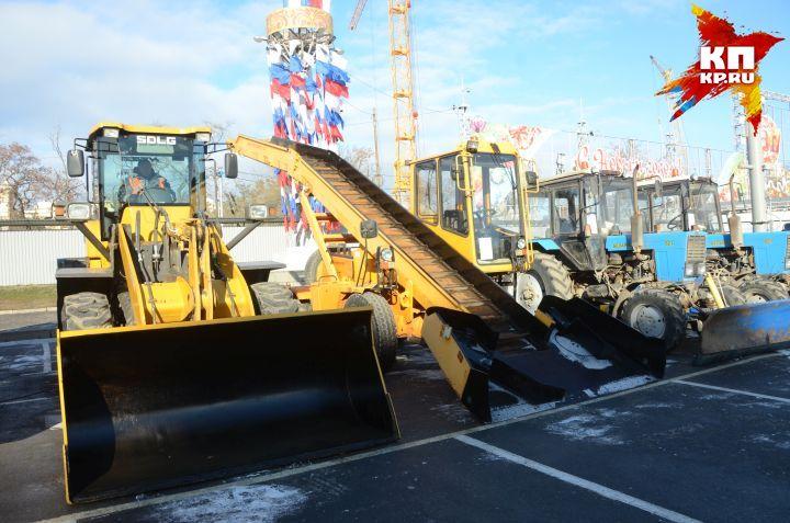 Смотр техники на площади Павших Борцов