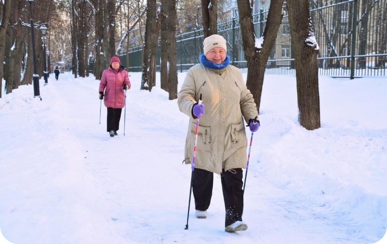 В Новосибирске популярным становиться скандинавская ходьба.Фото: novosib-sport.ru