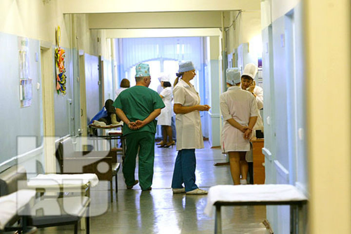 Увхода в поликлинику скончался 48-летний мужчина