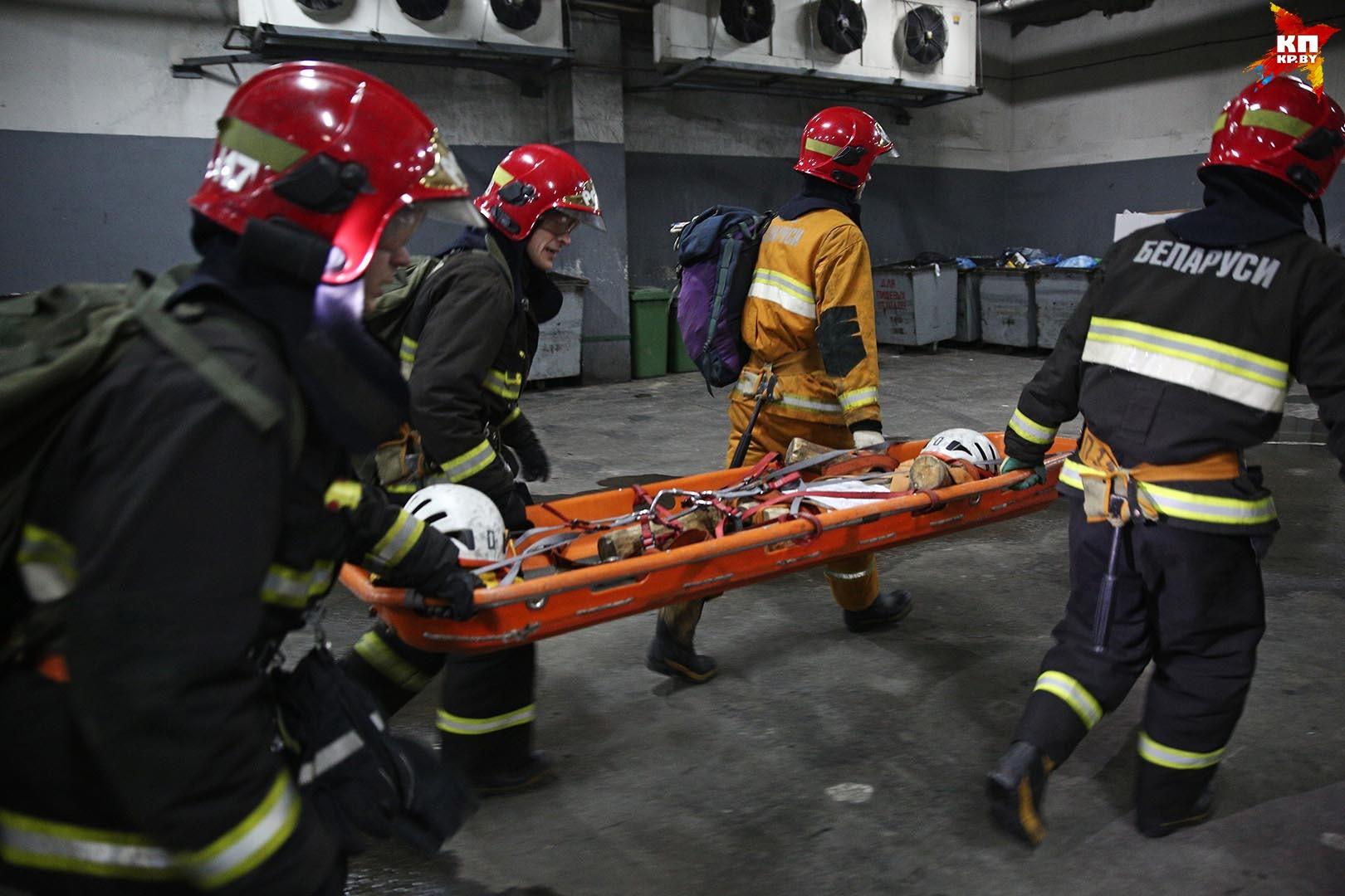 В ТЦ «Столица» спасатели отрабатывали ликвидацию ЧП.