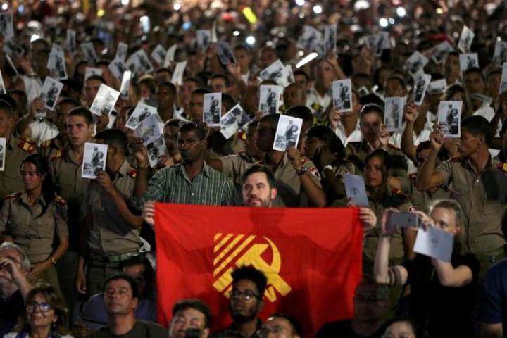 Церемония прощания с Фиделем Кастро проходит на площади Революции рядом с мемориалом имени Хосе Марти