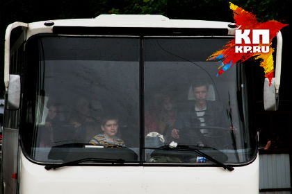ВОмской области автоледи врезалась в ученический автобус