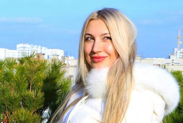 Ольга Пиманова 19 мая прилетела в Чикаго, чтобы сдать сессию, но в аэропорту ее уже ждали и сразу арестовали за якобы незаконный вывоз дочери в Россию. Фото: vk.com