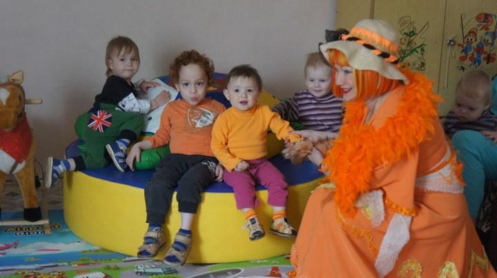 Алиса Патрикеевна устраивает малышам настоящий праздник Фото: Центр содействия семейному устройству детей-сирот