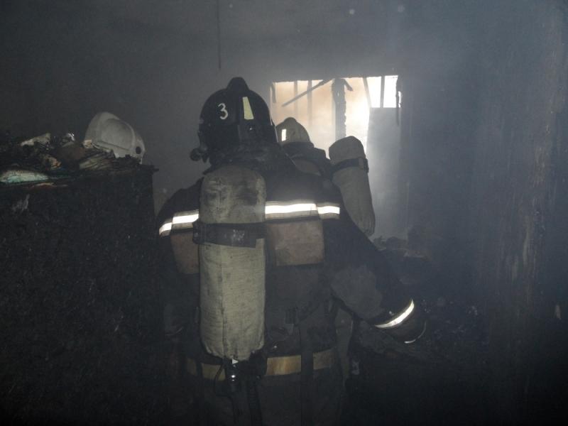 ВТуле изгорящей квартиры вытянули 2 человек
